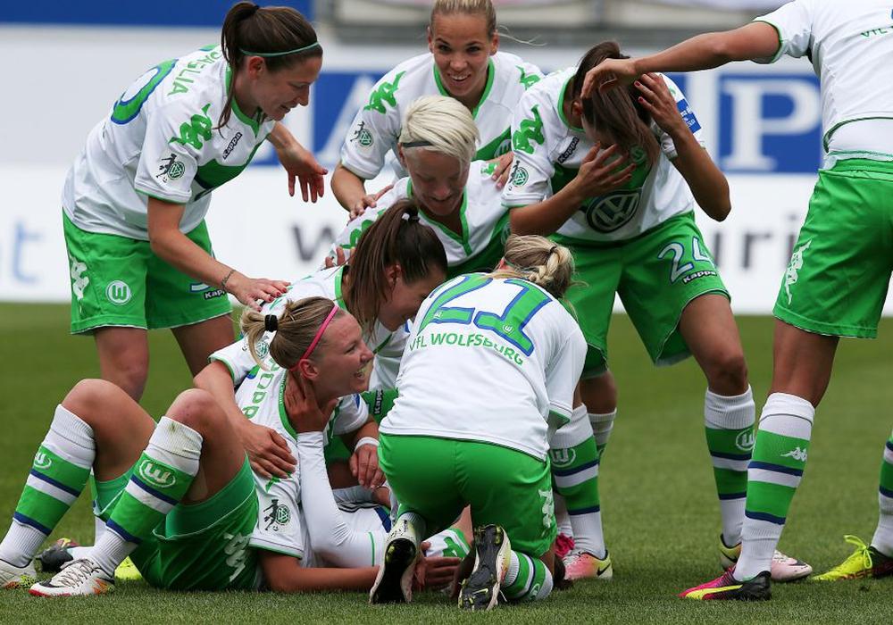 Feiern nach 0:2-Debakel in der Champions League gegen Lyon: VfL Frauen setzen in Duisburg ihre Siegesserie in der Bundesliga fort. Symbolfoto: Agentur Hübner