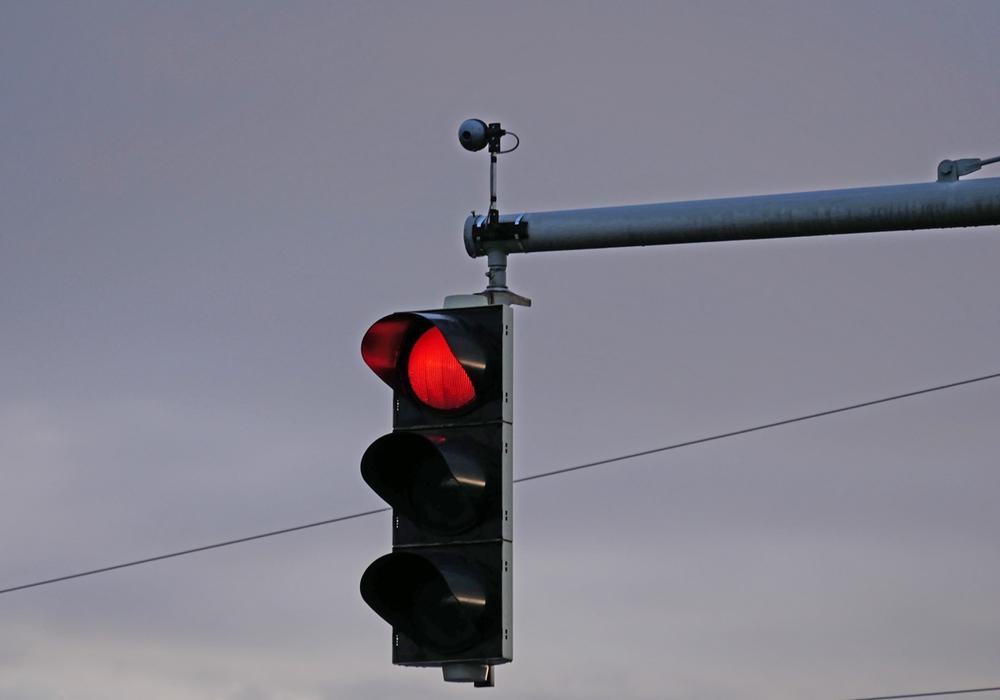 Weil eine Autofahrerin die Rotlicht zeigende Ampel übersah, kam es am gestrigen Mittwochmittag zu einem Unfall. Symbolfoto: Archiv