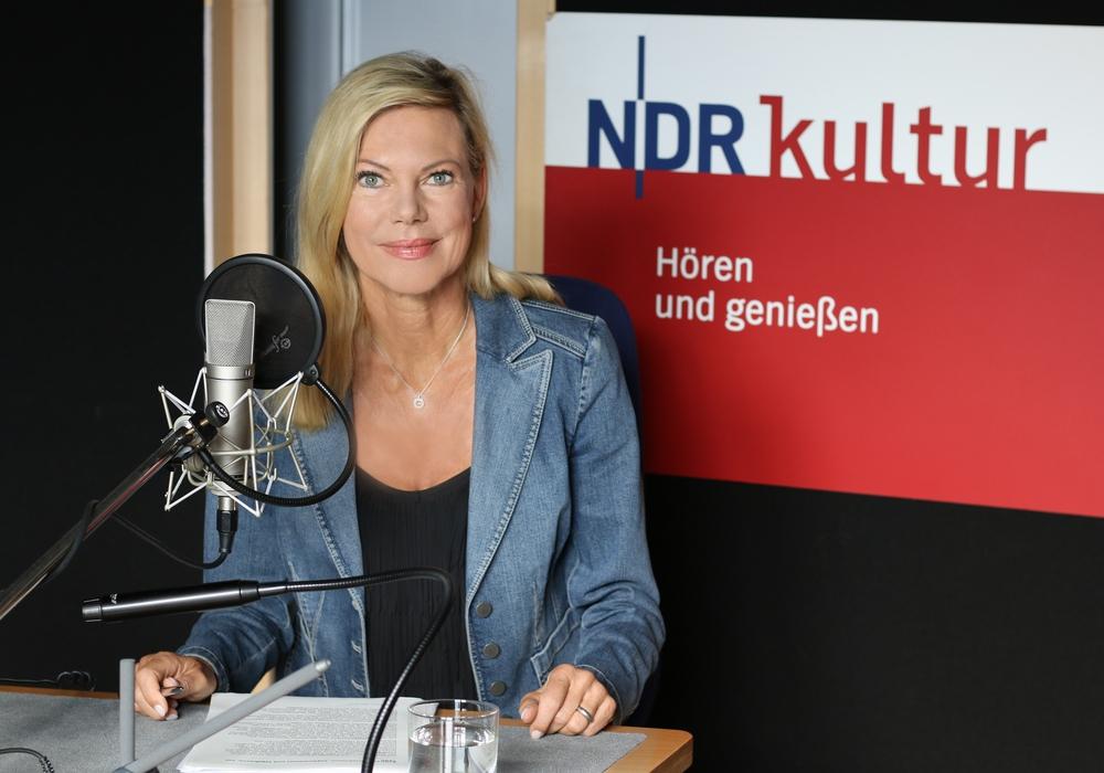 Nina Ruge im Studio von NDR Kultur in Hamburg beim Einsprechen des Audioguides für das neue Herzog Anton Ulrich-Museum. © NDR Kultur Annika Bertram