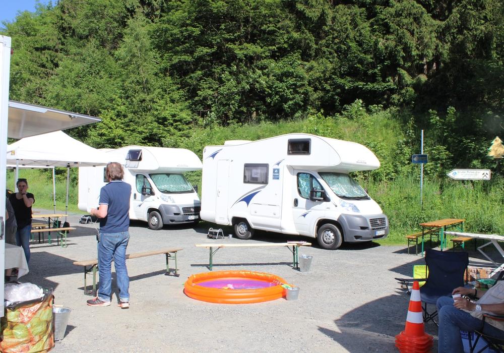 Die Basis des Sets. Hier stehen die Gardrobenwagen und die Wohnmobile der Schauspieler.