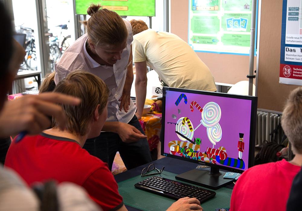 Die Spiele-Software des Gewinnerteams ermöglicht es auch Laien ohne Programmierkenntnisse ein Spiel zu entwickeln. Foto: TU Braunschweig, Presse und Kommunikation.
