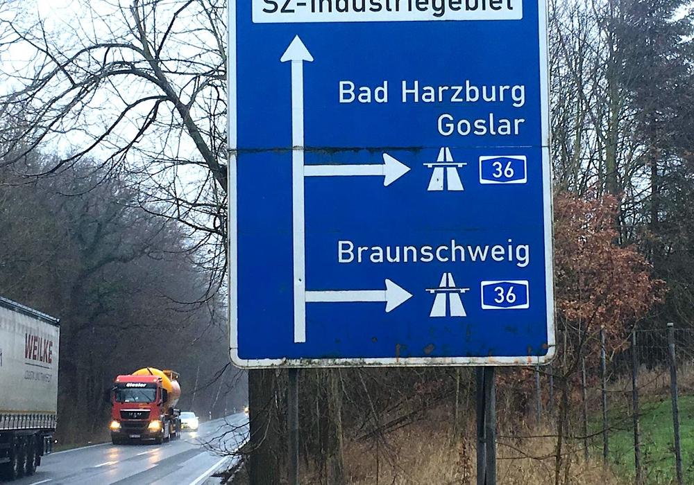 An der Autobahnauffahrt in Wolfenbüttel ist der neue Name bereits zu lesen. Foto: Nick Wenkel