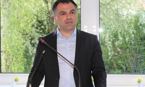 Dr. Christos Pantazis (SPD), Mitglied des Landtages, spricht sich für eine landesweite, erweiterte Erlaubnis von Heizpilzen aus.