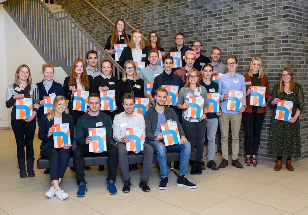 Die Studierenden, die in diesem Jahr mit dem Deutschlandstipendium unterstützt werden, stammen aus allen vier Standorten der Ostfalia Hochschule in Salzgitter, Suderburg, Wolfenbüttel und Wolfsburg. Foto: Ostfalia