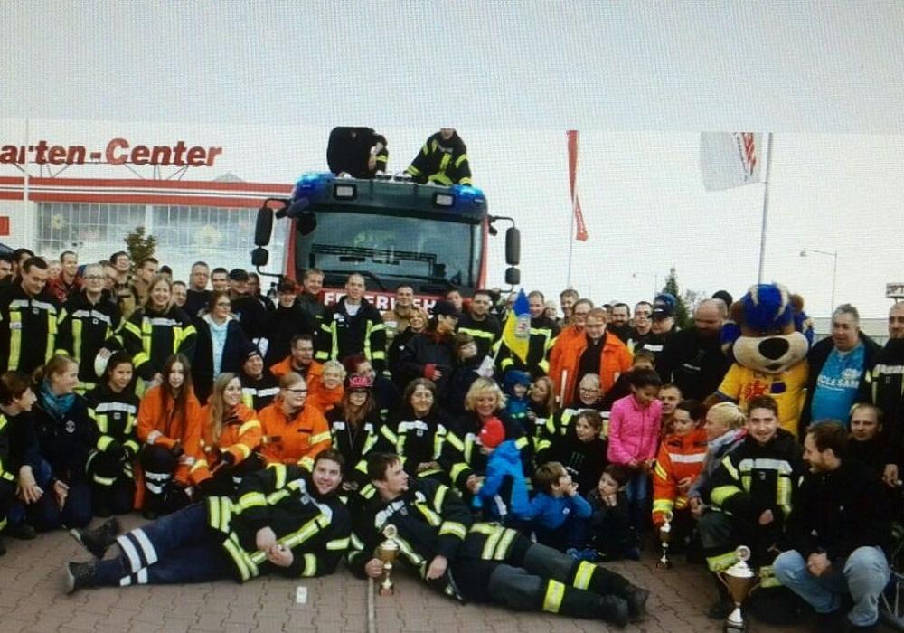 Die Spendensumme vom Feuerwehr-Pulling konnte erhöht werden. Foto: Asche
