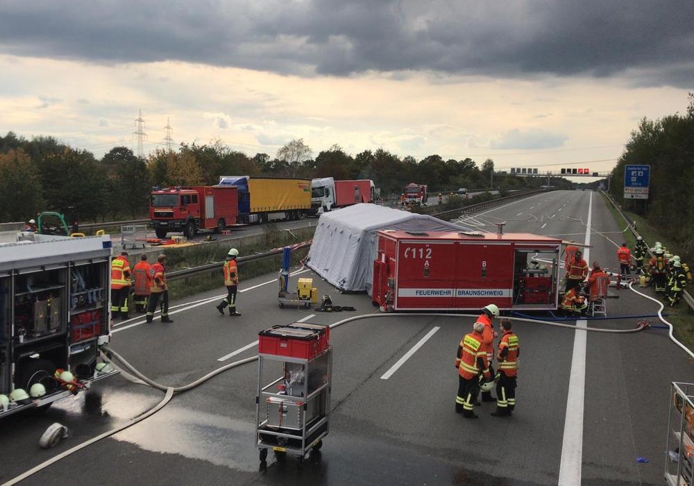 Aufgrund eines Unfalls war die A2 komplett gesperrt. Foto: Aktuell24(DC)