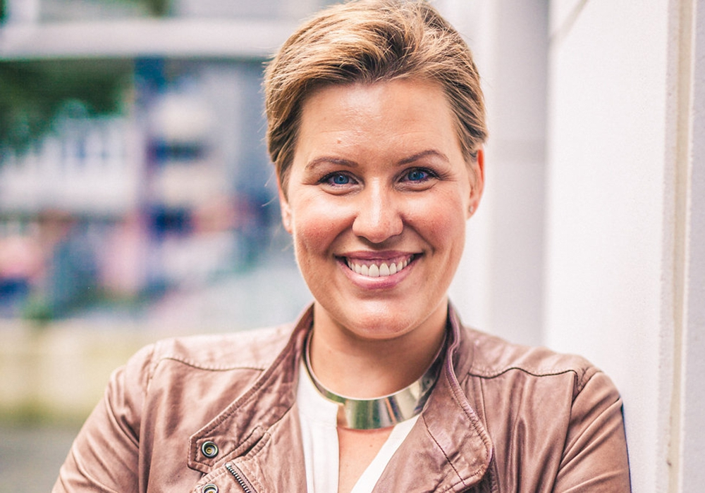"""Mit ihrem Buch """"Schlagfertigkeitsqueen"""" landete Nicole Staudinger ihren zweiten Bestseller. Auf ihrer Tour durch Deutschland wird sie auch Wolfenbütteler Frauen trainieren. Foto: Verlag Eden"""