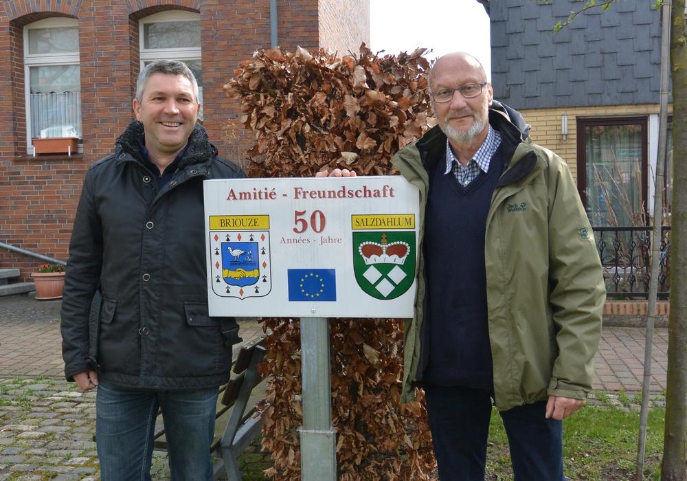 Die beiden Präsidenten der Partnerschaft: Francois Fortis (Briouze) und Wolfgang Bothe (Salzdahlum). Foto: Privat