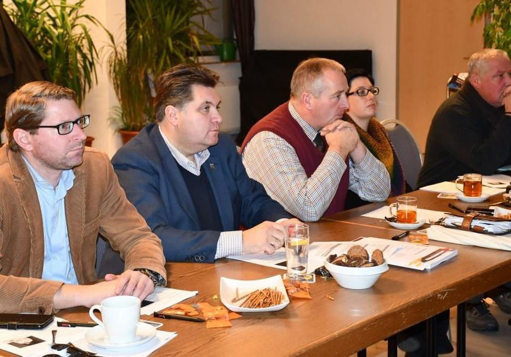 Aufmerksame Zuhörer des CDU-Kreisvorstandes waren (v. l.) Marco Kelb, Uwe Schäfer, Frank Oesterhelweg, Sarah Grabenhorst-Quidde und Andreas Glier. Fotos: Andreas Meißler