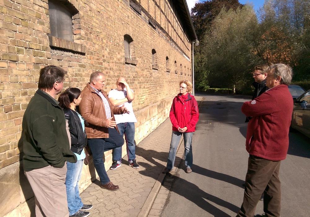 Frank Oesterhelweg (3.v.l.) war zu Besuch in Sickte. Fotos: CDU