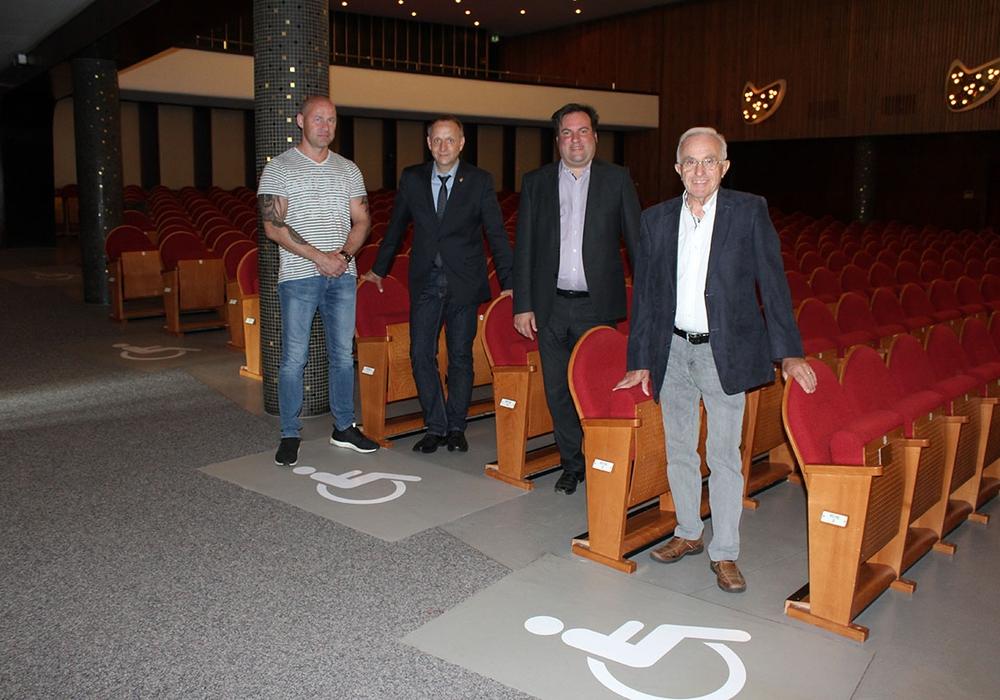 v.l.n.r.: Enrico Palencsar, (Amt für Architektur), Klaus Saemann (Bürgermeister), Dr. Thomas Renz (Geschäftsführer Kulturring Peine e. V.), Heinz Möller (1. Vorsitzender Kulturring Peine e. V.). Foto: Stadt Peine