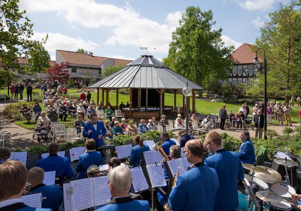 Die Klangzeiten sind ein Publikumsmagnet. Das  Foto zeigt das Orchester SoundWerk des Musikvereins Die Klesmer e.V. bei einem früheren Einsatz im Rahmen der KlangzeitenFoto: Stadt Salzgitter/ André Kugelis