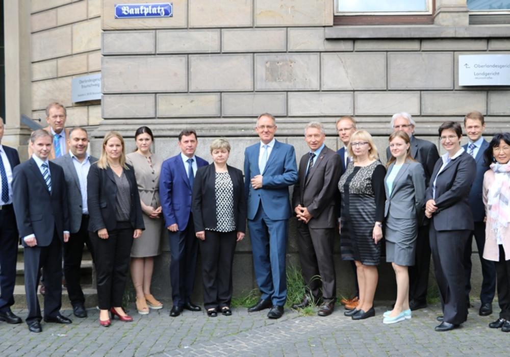 Eine russische Richterdelegation der Region Perm besuchte das Oberlandesgerichts Braunschweig. Foto: Baturina