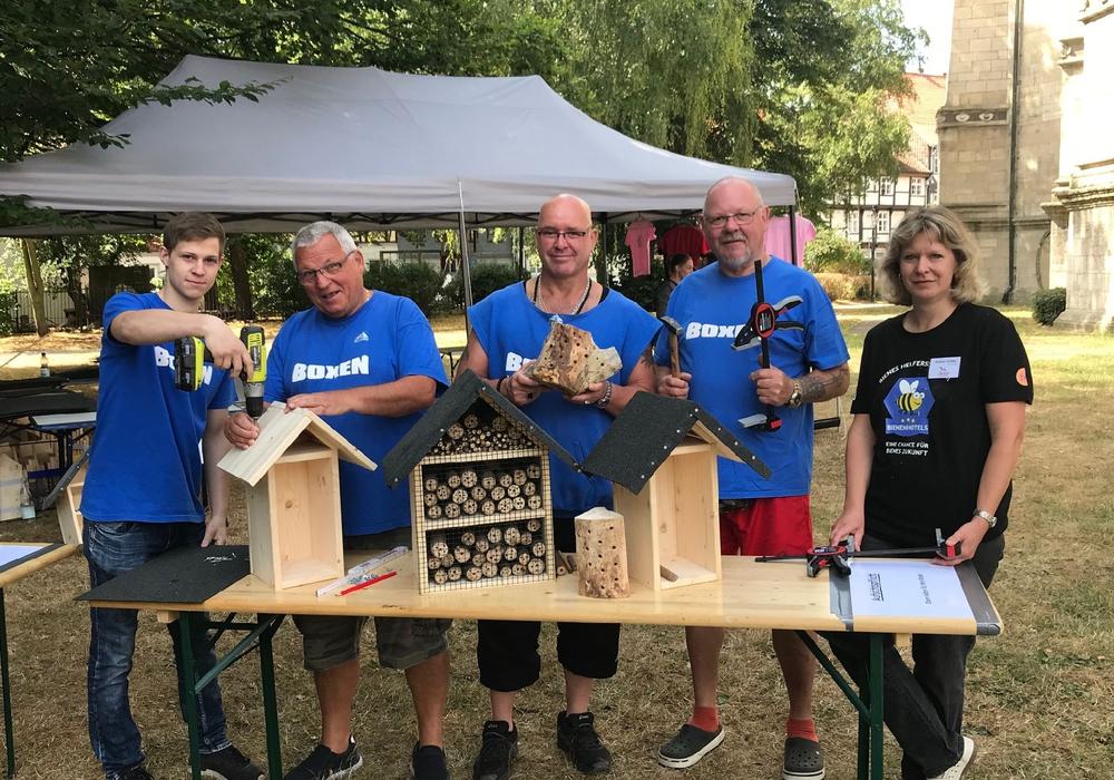 BAC-Boxer (v.l.): Marvin Menzel, Ulrich Hackbarth, Frank Eggers, Thomas Mihatsch, Naturschutzbund: Andrea Onkes. Foto: Freiwilligenagentur Jugend-Soziales-Sport e.V.