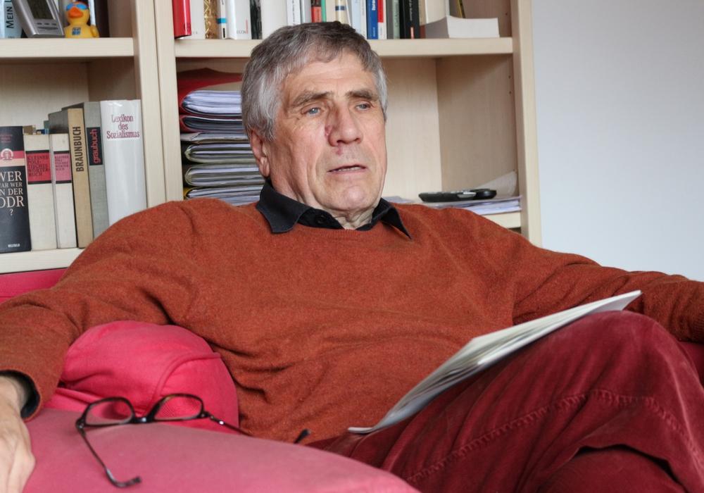 Auch Jürgen Kumlehn stellt den Rechtsstaat in Frage. Dass die Staatsanwaltschaft Braunschweig das Strafverfahren seiner Anzeige eingestellt hat, ist für ihn unverständlich. Titelbild: Anke Donner/Archiv, weitere Bilder: wie angegeben