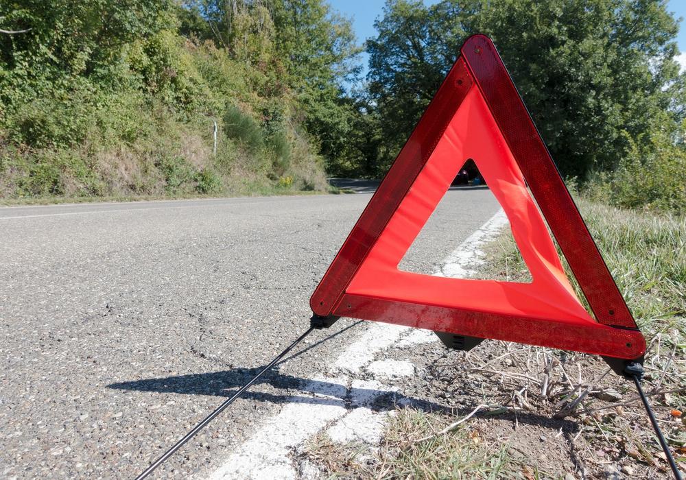 Die Frau floh vom ersten Unfallort und setzte ihre gefährliche Fahrt fort. Symbolfoto: Pixabay