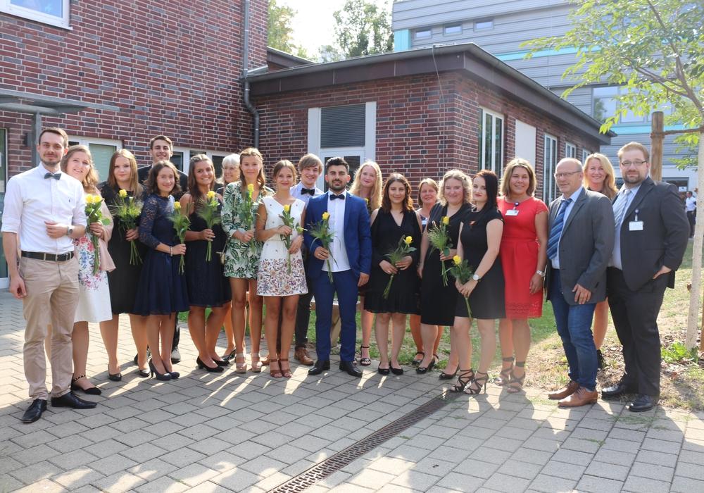 Am Freitag wurden den Absolventinnen und Absolventen der Krankenpflegeschule des Städtischen Klinikums Wolfenbüttel die Urkundenn überreicht. Fotos. Anke Donner
