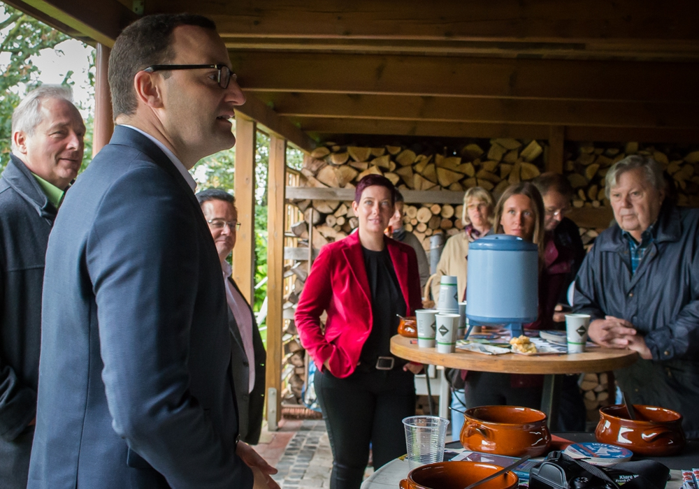 CDU-Mann Jens Spahn zu Besuch in Wolfenbüttel. In kleiner Runde sprach und diskutierte er mit Parteianhängern über politische Themen. Fotos: Werner Heise