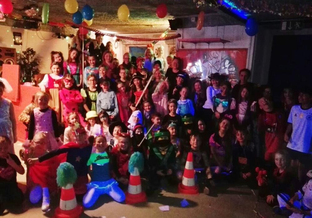 Gruppenfoto der feiernden Kids. Foto: Jugenzentrum Vechelde