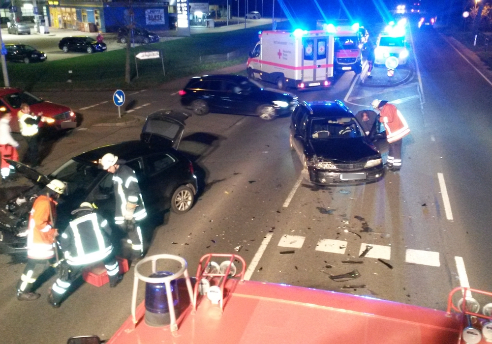 Bei diesem Verkehrsunfall hat es leider ordentlich gekracht. Fotos: Feuerwehr Hohenhameln, Sebastian Haupt