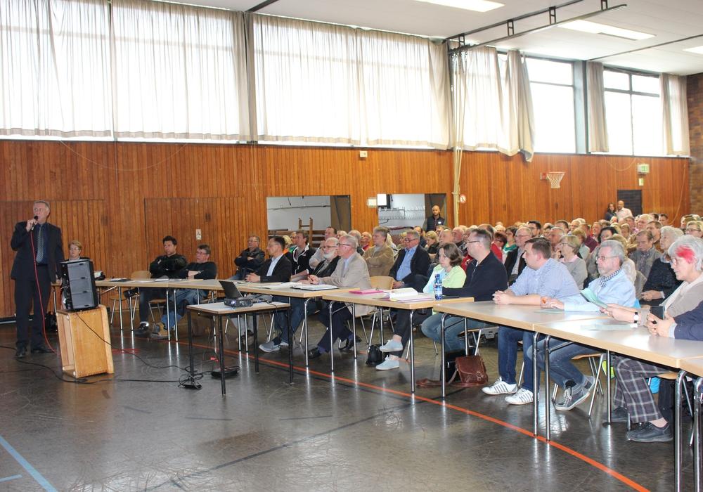 Die letzte Bürgerinfo zur L290 in Reislingen. Foto: Eva Sorembik