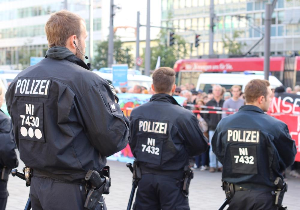 Hat Niedersachsens Polizei ein Rassismus-Problem? Das sagen unsere Abgeordneten.