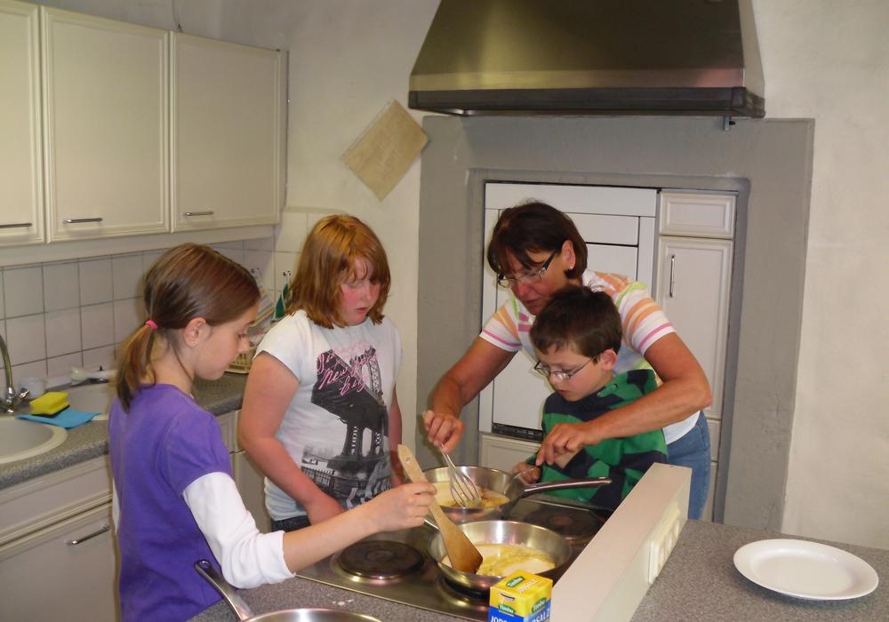 Die Volkshochschule bietet in den Osterferien auch einen Kochkurs an. Foto: Stadt Salzgitter