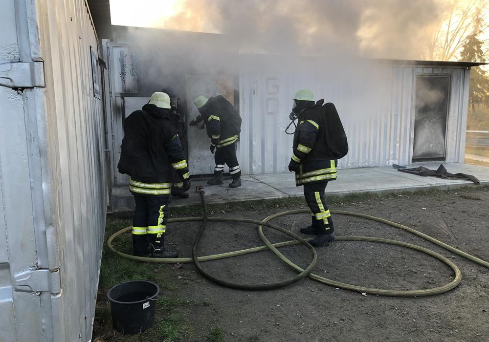 Die Feuerwehr übte den Ernstfall. Fotos: Lars Kunz (OrtsBMHohenhameln)