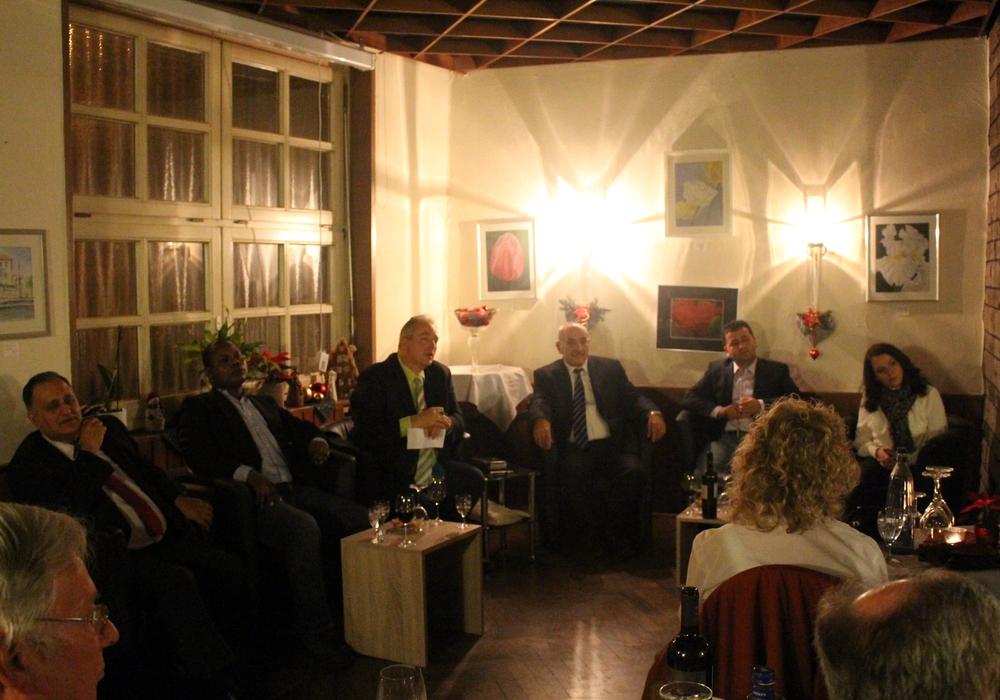 Frank Oesterhelweg mit seinen Gästen Reza Asghari, Antonio Dionga,  Yakob Dogan, Isa Keyik und Mimoza Morina. Foto: Jan Borner