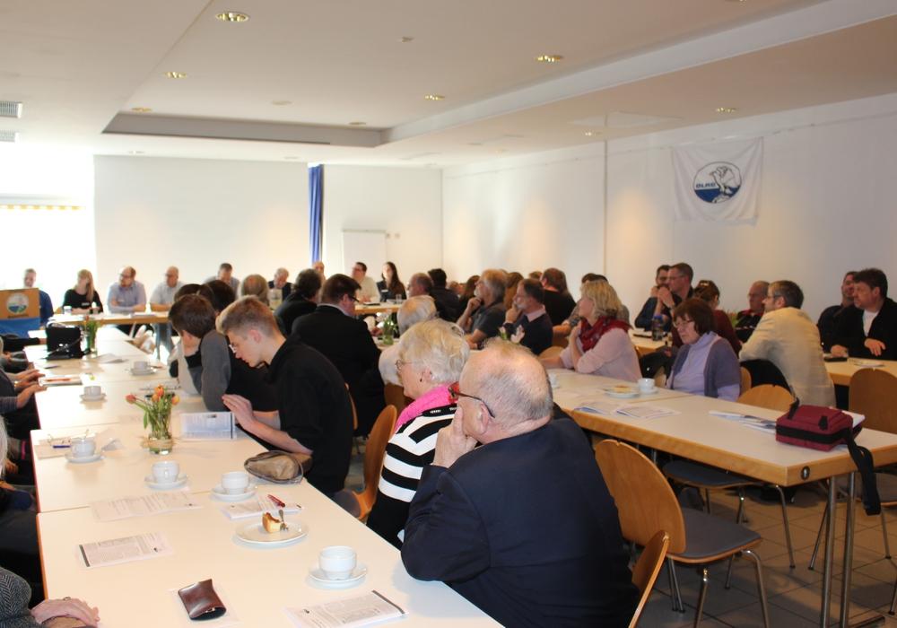 Die DLRG Braunschweig lud zur Jahreshauptversammlung ein. Hier wurde berichtet, dass die ehrenamtlichen Helfer im Jahr 2016 mehr als 300 Wachstunden ableisteten. Fotos: Nick Wenkel