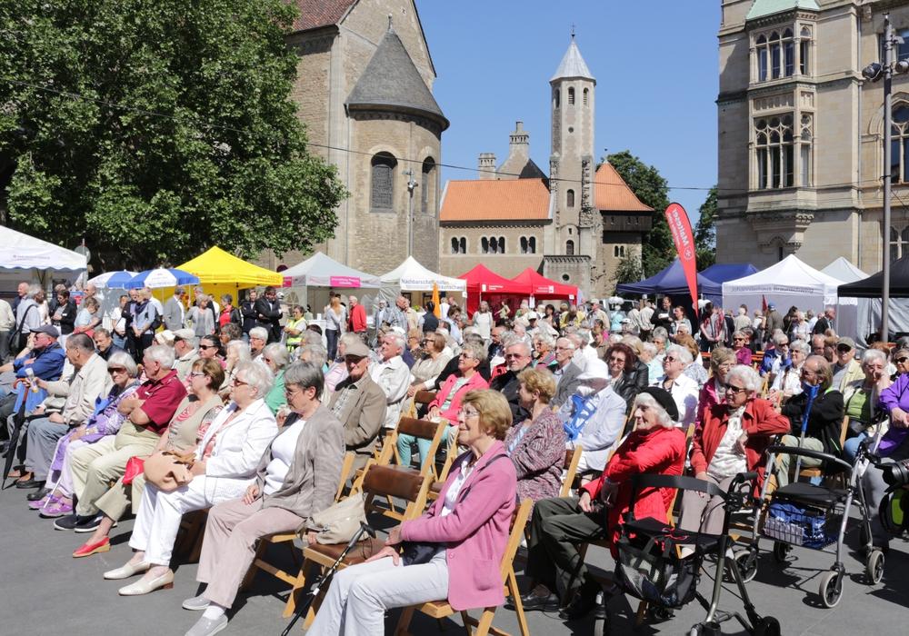 """Der 45. """"Tag der Senioren"""" findet am Freitag den 10. Juni 2016, in der Zeit von 11 bis 16 Uhr mittlerweile zum fünften Mal auf dem Platz der Deutschen Einheit und rund um den Dom statt. Foto: Robert Braumann"""