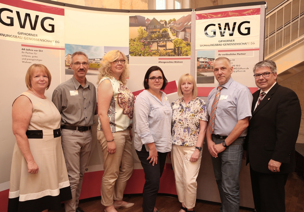 GWG-Aufsichtsrat und -Vorstand (v.l.n.r.): Regine Wolters (Vorstand), Thomas Karwehl (Aufsichtsrat), Kerstin Meyer (Aufsichtsrat), Anna-Maria Blickwede (Aufsichtsrat), Christiane Müller (Aufsichtsrat), Jörg Strüver (Aufsichtsrat), Andreas Otto (Vorstand). Foto: GWG