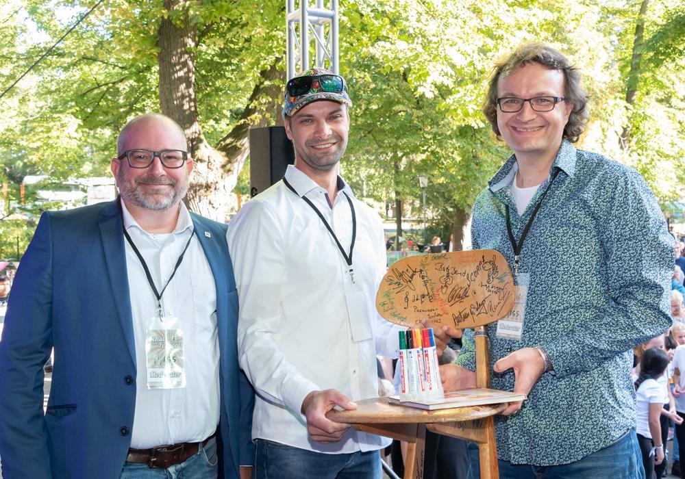 Radiomoderator Sascha Polzin, Zahnarzt Christopher Ziegler und Tobias Wagner. Foto: Tanja Bischoff