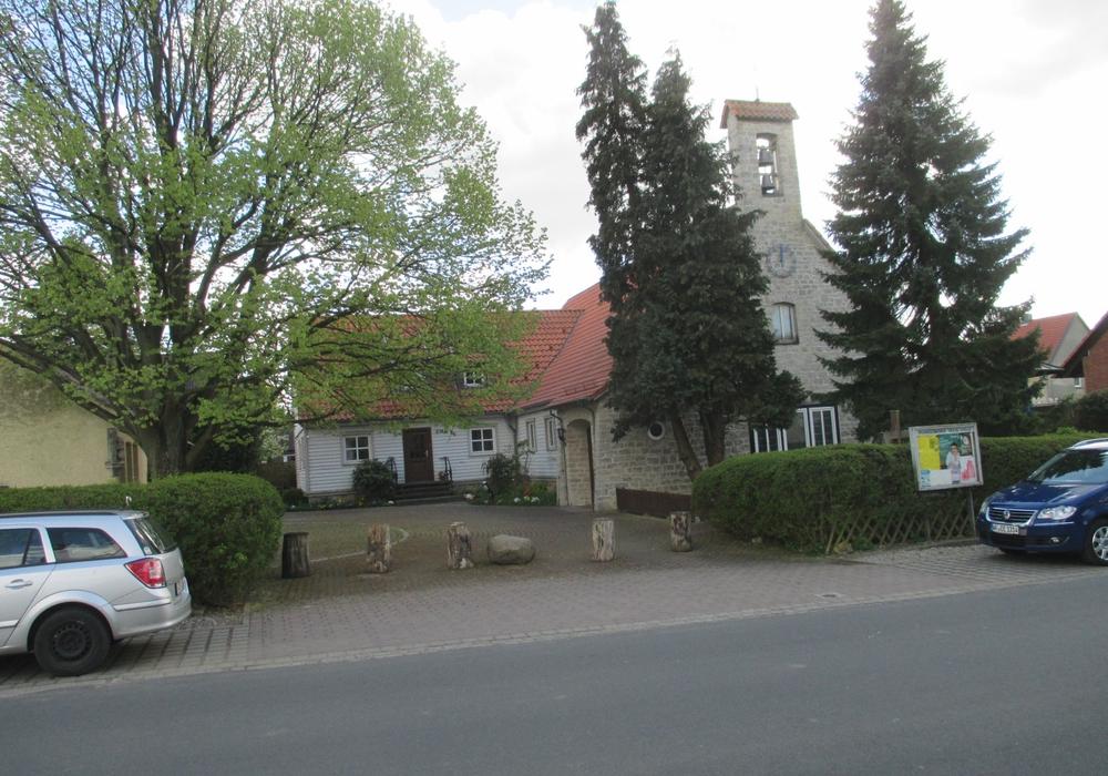 Die Veltheimer Kirche am Wasserweg, in die eingeladen wird. Foto: Privat