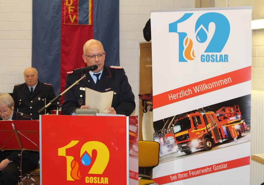 Ortsbrandmeister Olaf Laue  führte trotz Erkältung souverän durch den Abend. Fotos und Videos: Alexander Dontscheff
