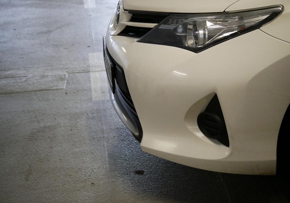 Schäden an parkenden Autos müssen gemeldet werden. Symbolfoto: Alexander Panknin