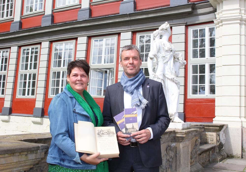 Dr. Sandra Donner, Museumsleiterin Schloss Wolfenbüttel und Prof. Dr. Matthias Steinbach vom Historischen Seminar der TU Braunschweig. Foto: Jan Borner