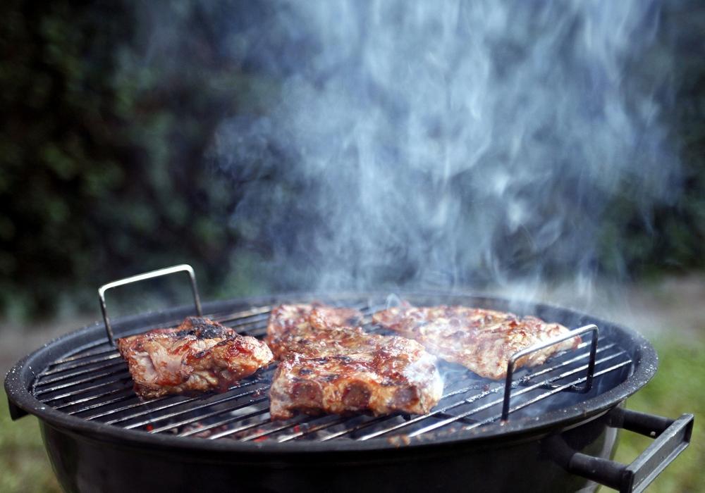 Am 10. August findet in Kalme ein Senioren-Grillen statt. Symbolfoto: Thorsten Readlein