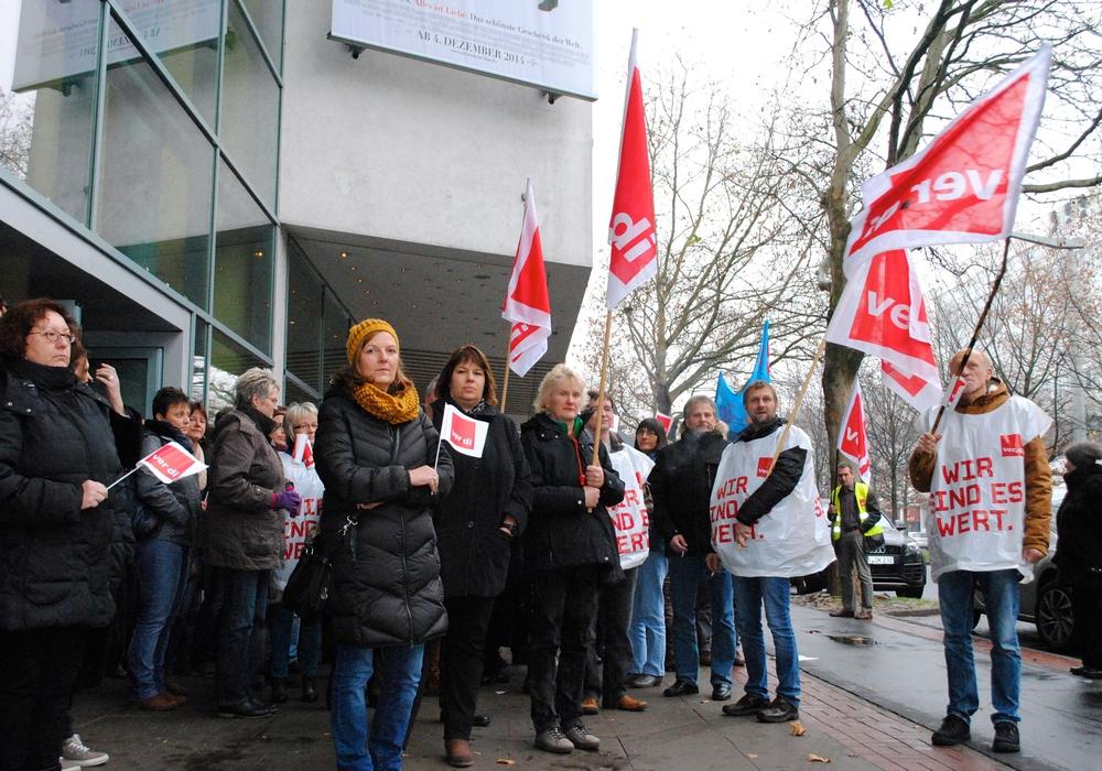 Seit Jahren bangen die Mitarbeiter um ihre Arbeitsplätze. Wie hier auf der Demo bereits 2014. Foto: Sina Rühland