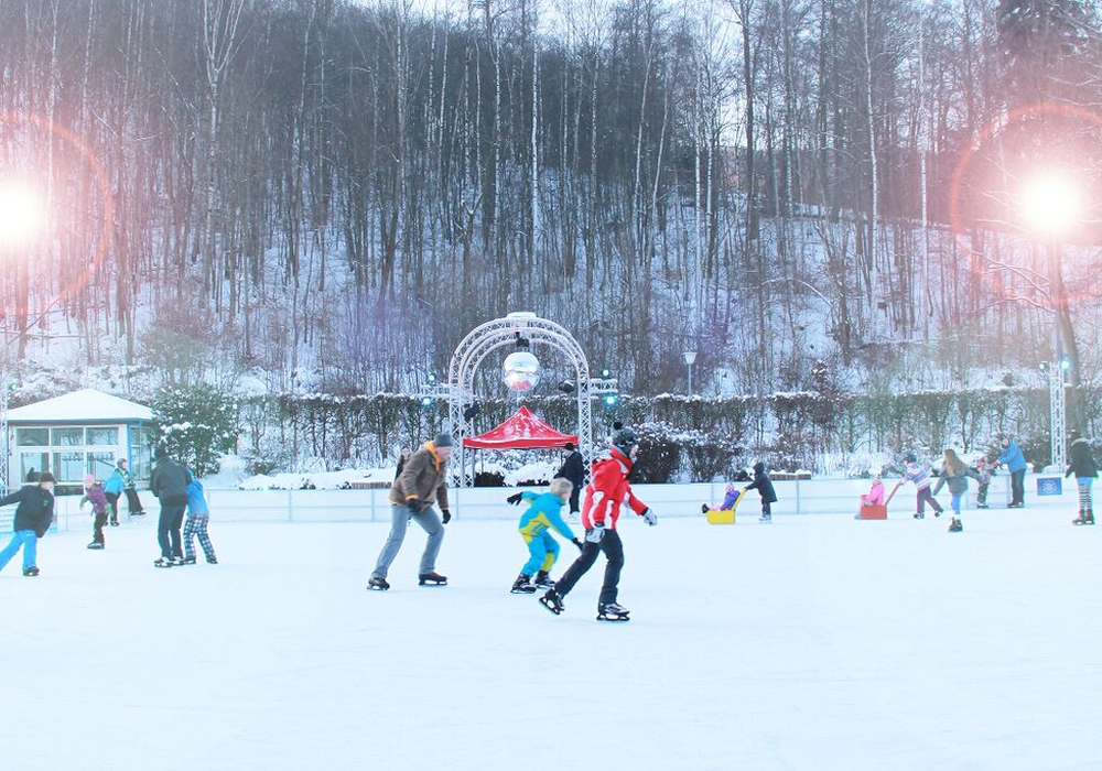 Noch bis zum 26. Februar lockt die Frei-Eisbahn. Foto: Kur- Tourismus-  und Wirtschaftsbetriebe der Stadt Bad Harzburg GmbH