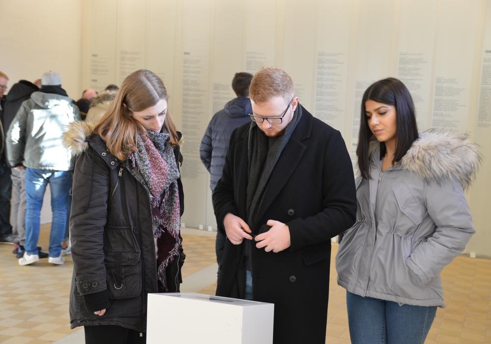 uszubildende von MAN während der Führung durch das ehemalige Hinrichtungsgebäude. Fotos und Text: Gedenkstätte in der JVA Wolfenbüttel