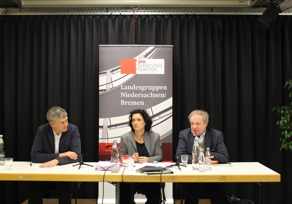 Wolfgang König, Dr. Carola Reinmann und Michael Müller stellten sich den Fragen der Bürger hinsichtlich der Atommüllendlager. Foto: Bernd Dukiewitz