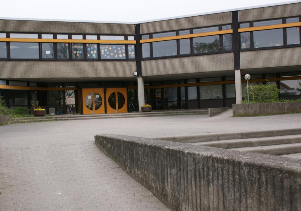 Die Oberstufenschüler der Henriette-Breymann-Gesamtschule werden vorerst weiter auf dem Gelände an der Ravensberger Straße unterrichtet. Foto: Anke Donne
