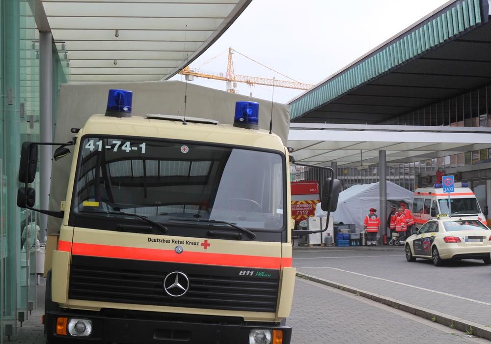 Am Sonntag kamen rund 900 Flüchtlinge in Braunschweig an, ein Teil kommt in die LAB. Foto: Robert Braumann
