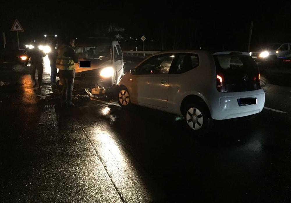 Bei Schladen kam es am Morgen zu einem Unfall an der Autobahnauffahrt. Fotos: Privat