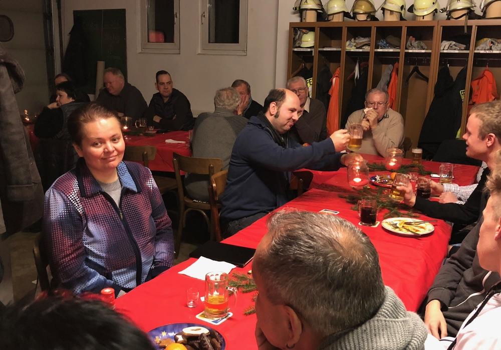 Die Freiwillige Feuerwehr Dorstadt traf sich in geselliger Runde zum Jahresabschluss. Fotos: Peter Matzuga