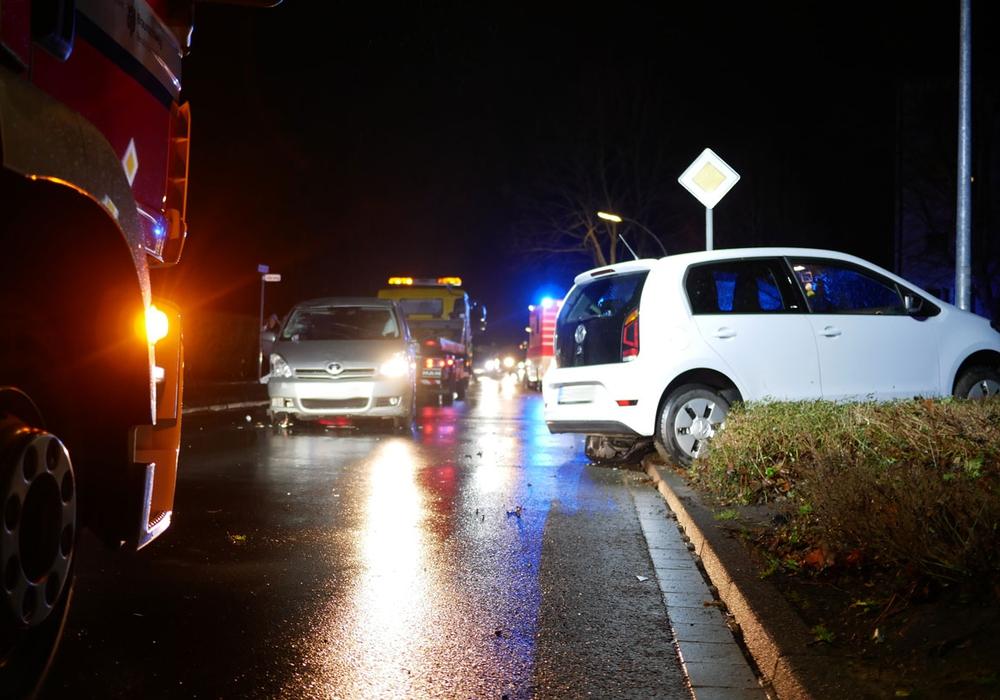 Hier wurde der Coralla bereits wieder aufgerichtet. Als die Feuerwehr eintraf, lag das Fahrzeug noch auf dem Dach. Fotos: Alexander Panknin