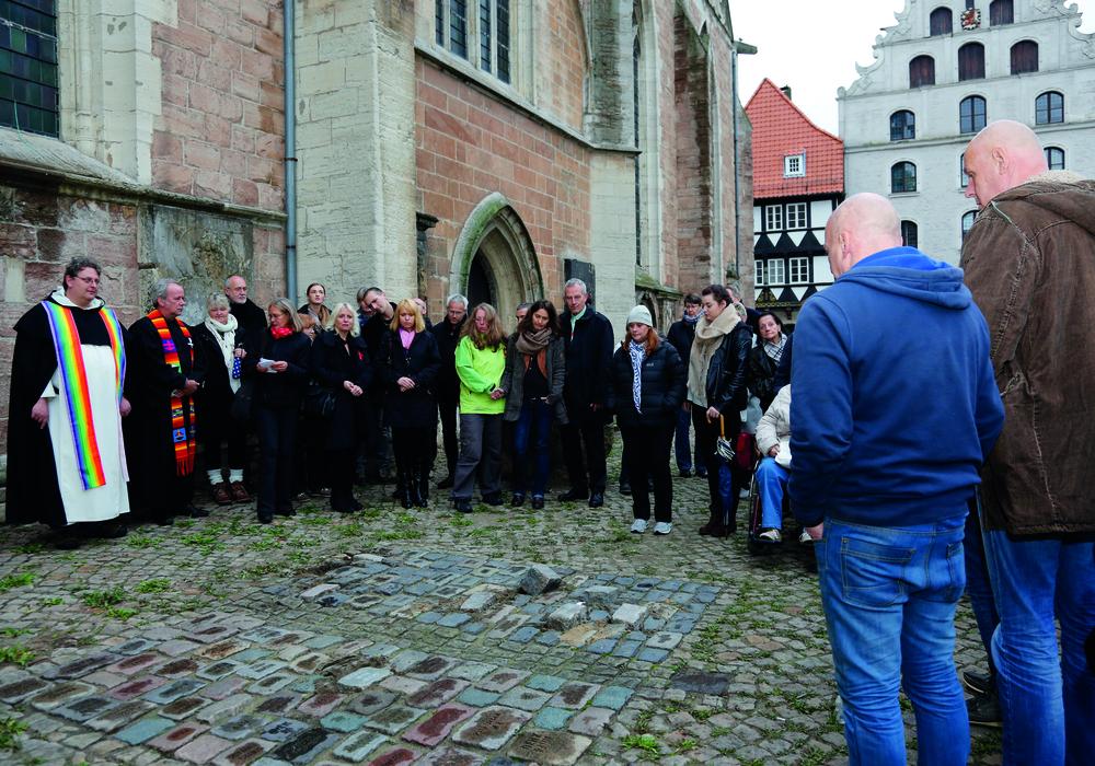 Am Freitag wurden in Braunschweig die Gedenksteine der Aidshilfe verlegt. Foto: Andreas Bormann
