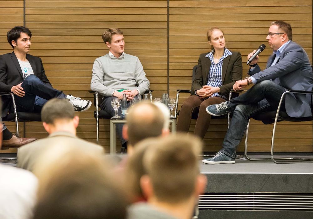 Wie bei der vergangenen Gründungswoche diskutieren auch in diesem Jahr wieder Gründerinnen und Gründer aus Braunschweig über ihre Erfahrungen beim Aufbau eines eigenen Unternehmens. Foto: Braunschweig Zukunft GmbH / Philipp Ziebart
