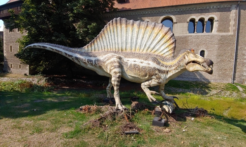 Spinosaurus vor der Burg Dankwarderode.